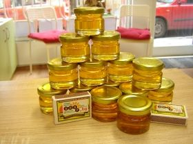 100 jars of bee honey 25 ml. / golden metal caps /